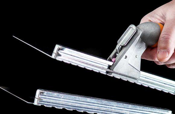 En stabil och smidig fixkam för plattsättaren